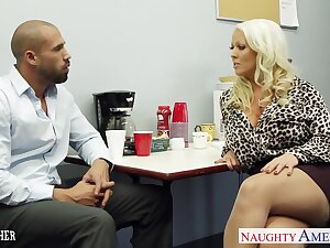 Beamy breasted voluptuous blonde lady Alura Jenson loves facesitting